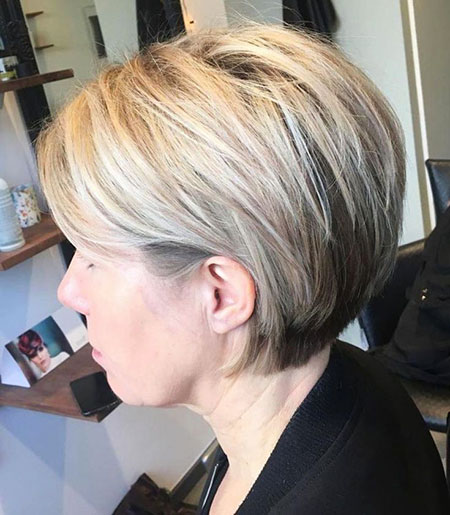 Layered Short Bob Blonde